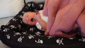 babynest med dödskallar